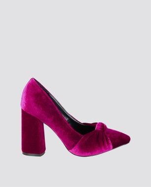 """حذاء جيوسي"""" بلون بنفسجي"""