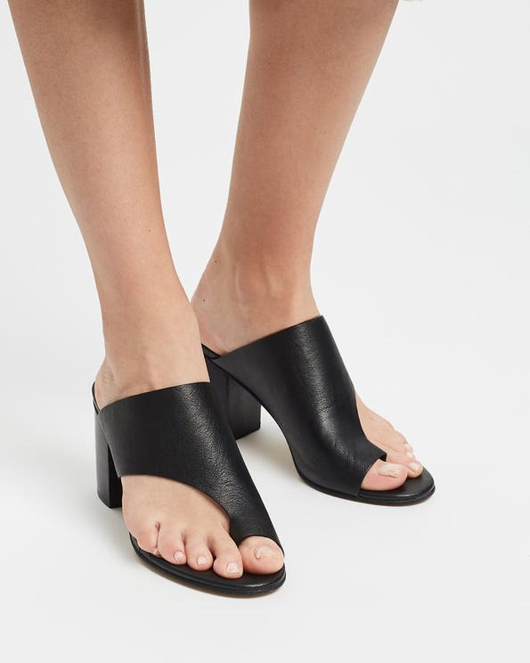Asents-Mo Leather Sandals