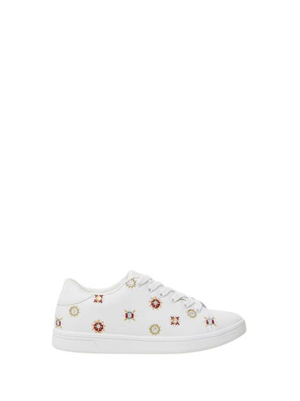 Embroider Pattern Lace Sneakers