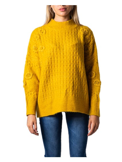 Round Neck Embossed Knitwear